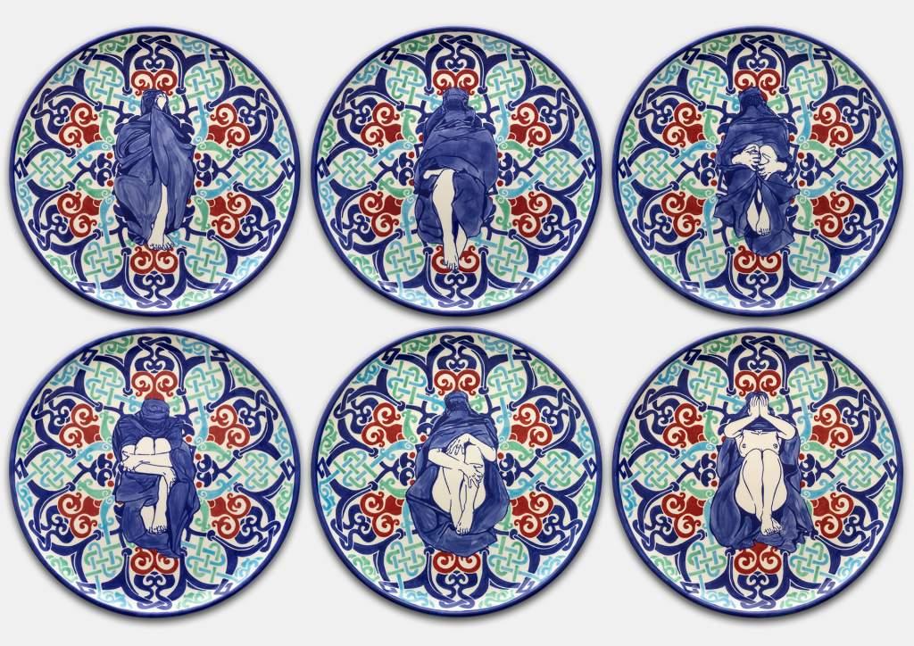 Dana Widawski · Wrapped Woman – Pizzateller I–VI, 1/5 · 2017 · Telleredition 1/5 · Unterglasurmalerei auf Keramik