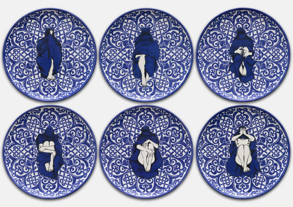 Dana Widawski · Wrapped Woman – Pizzateller I–VI, 2/5 · 2018 · Telleredition 1/5 · Unterglasurmalerei auf Keramik
