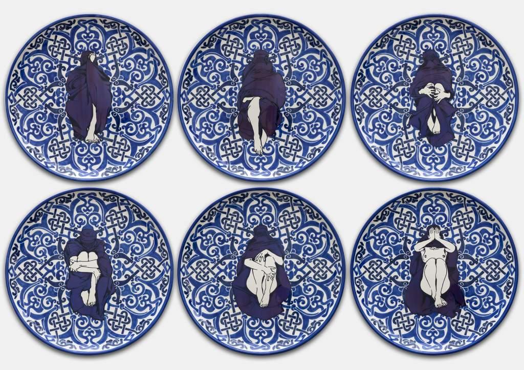 Dana Widawski · Wrapped Woman – Pizzateller I–VI, 2/5 · 2018 · Telleredition 5/5 · Unterglasurmalerei auf Keramik
