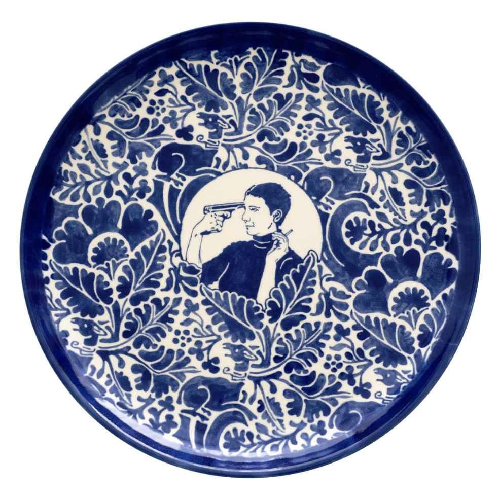 Dana Widawski · SELF MADE I, I/5 · 2016 · Tellerserie · Unterglasurmalerei auf Keramik
