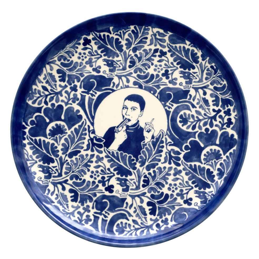 Dana Widawski · SELF MADE III, I/5 · 2016 · Tellerserie · Unterglasurmalerei auf Keramik