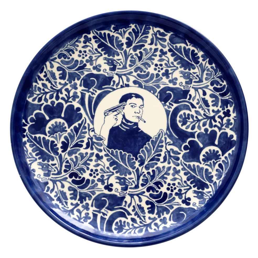 Dana Widawski · SELF MADE IV, I/5 · 2016 · Tellerserie · Unterglasurmalerei auf Keramik